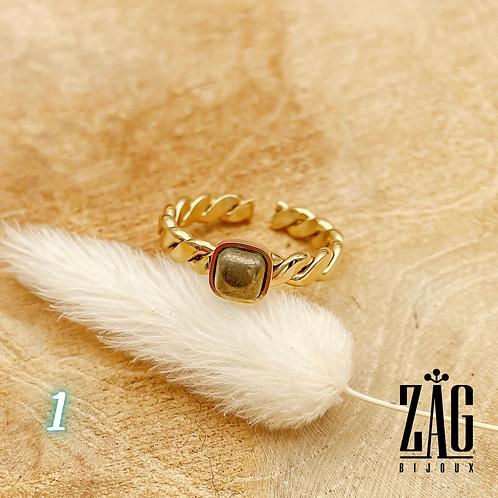 Bague Zelda pierres semi précieuses (acier chirurgical plaqué or)