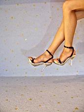 hand-shoe-people-girl-woman-leg-1136604-