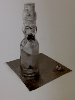 ラムネ瓶とビー玉