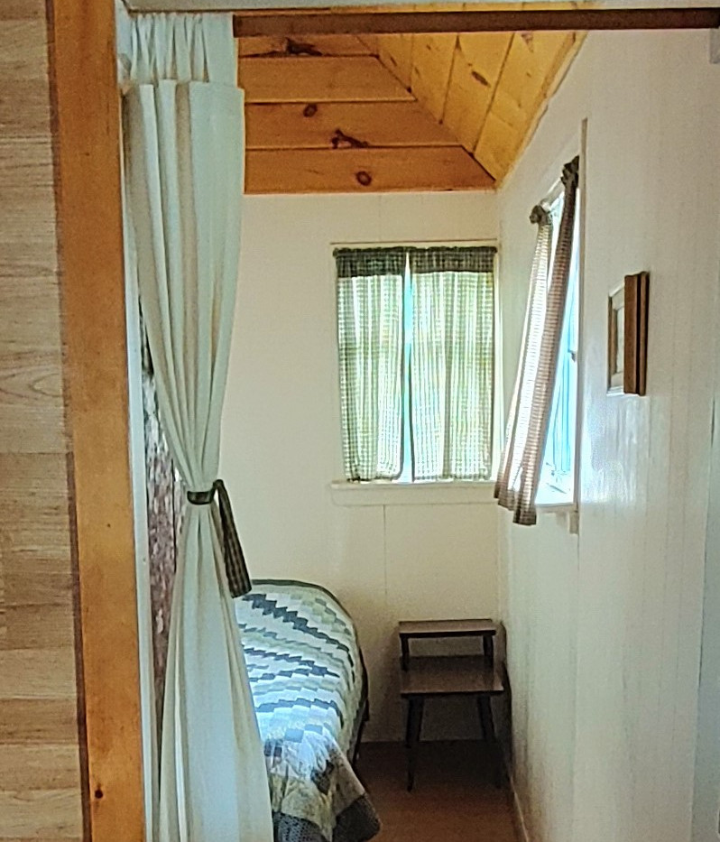 Cottage 2 - Double Bed Bedroom