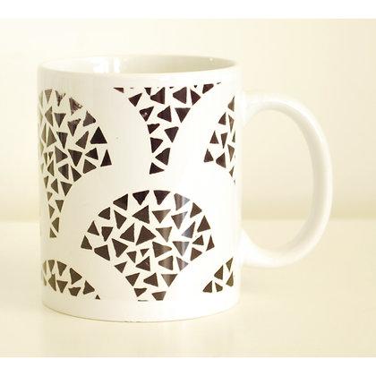 Mug, Black & White Scallops