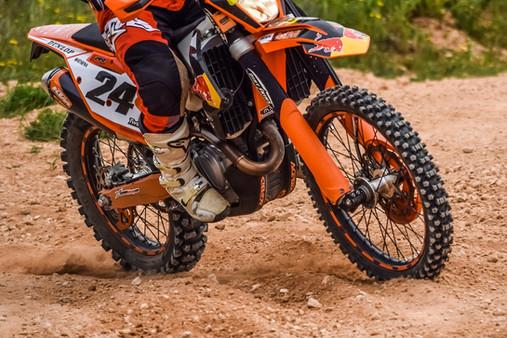 motocross-3288056_1920.jpg
