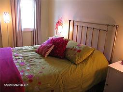 Chalet Équinox chambre rose.jpg