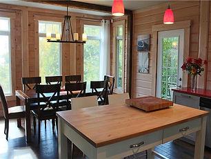 Chalet Équinox salon cuisine et salle à