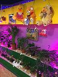 Комнатные растения и мягкие игрушки