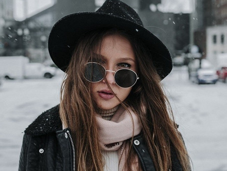 Vì sao nên đeo kính râm trong cả mùa đông