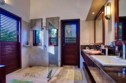 5 quartos e 6 banhos
