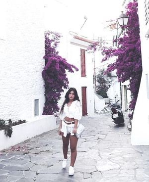 @elena__chiva serving looks.jpg