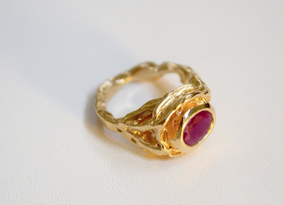 Royal Ruby in Yellow Gold