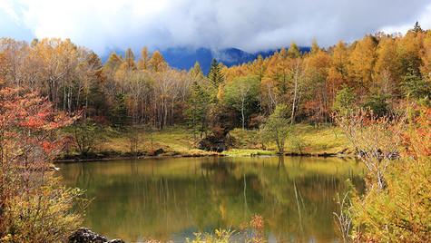 雲間を照らす 美鈴池 長野