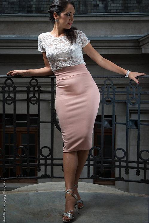 Camelia Rosa Outfit