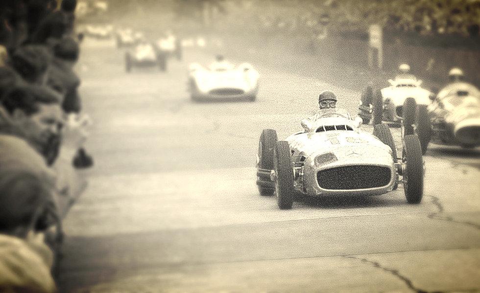 Fangio corriendo el Mercedes Benz W196