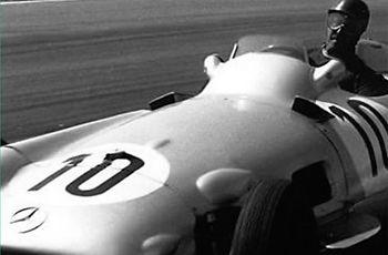 The Locomóvil MB W196 is based on Juan Manuel Fangio's