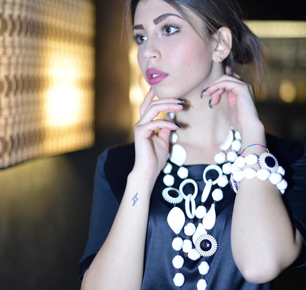 modellami 21 aprile, servizio fotografico, collane, bracciali, orecchii, colori diversi per ogni esigenza (50).jpg