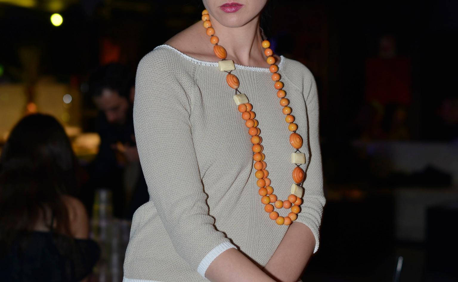 modellami 21 aprile, servizio fotografico, collane, bracciali, orecchii, colori diversi per ogni esigenza (35).jpg