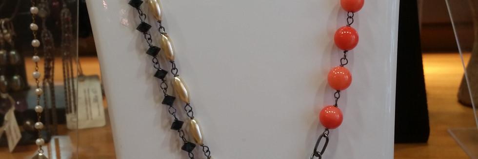 , il ciondolo realizzato a mano in vetri, cristalli e pietre naturali per Chiara dello iacovo in occasione del festival di sanremo 2016.jpg