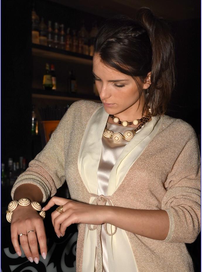 modellami 21 aprile, servizio fotografico, collane, bracciali, orecchii, colori diversi per ogni esigenza (48).JPG