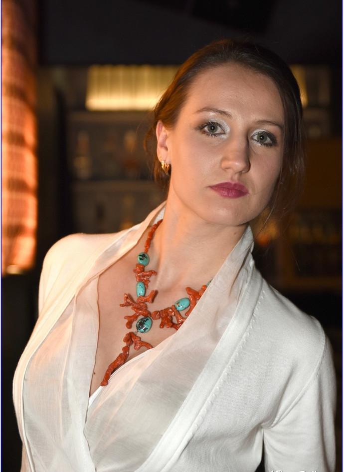modellami 21 aprile, servizio fotografico, collane, bracciali, orecchii, colori diversi per ogni esigenza (44).JPG