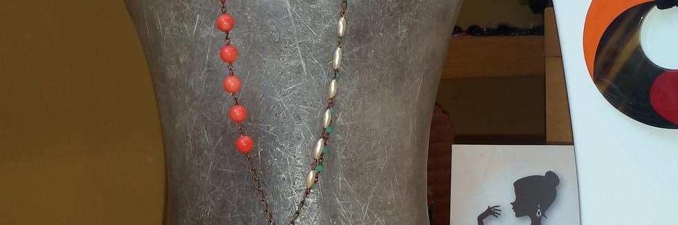 ciondolo realizzato a mano in vetri, cristalli, pietre naturali in colori armonici, creato per Chiara dello Iacovo in occasione del festival di SanRemo 2016.jpg