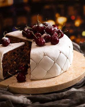 Christmas-Cake-decorated-with-fondant-ma