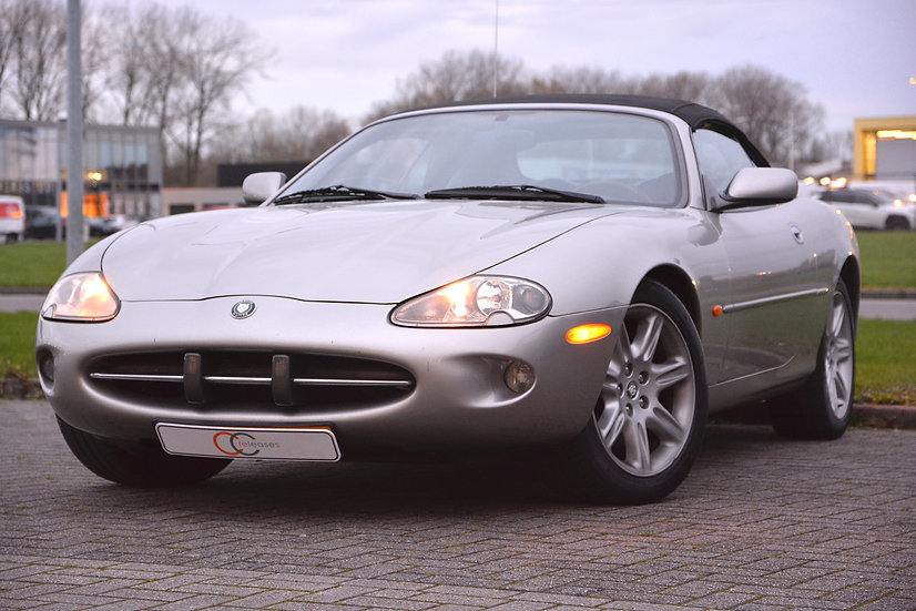Youngtimer Jaguar XK8 convertible 1999
