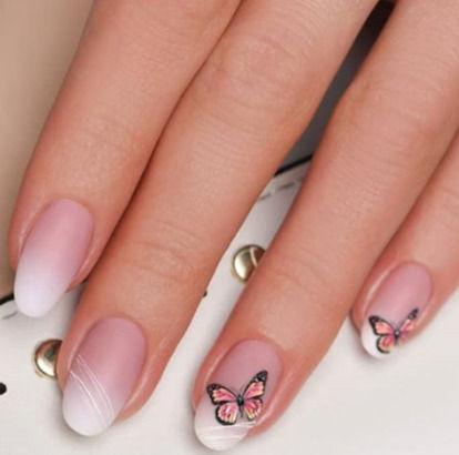 French Gellack-Manicure mit Verstärkung