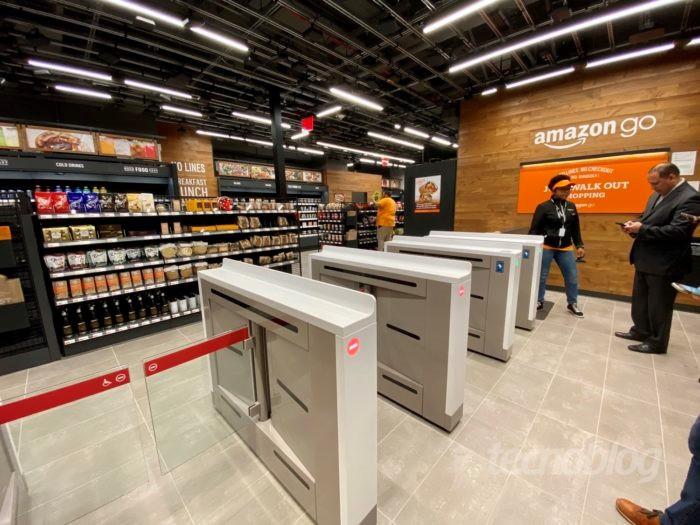 Figura 1 - A entrada de uma loja Amazon Go (Foto: André Fogaça/Tecnoblog)