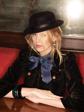 Alexandra Richards D4 Sitting Hat 9 x 12