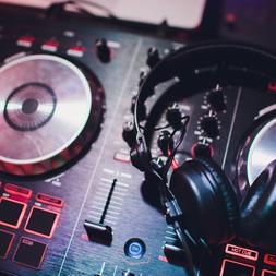 Live DJ's
