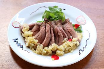 鹿のローストビーフ風-ホワイトバルサミコソース- Roast venison-White balsamic sauce-