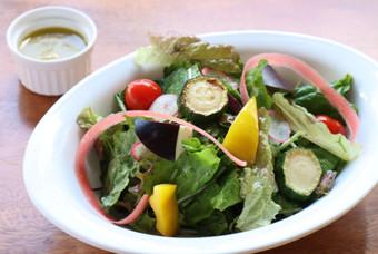 自家菜園野菜のシャキッと朝摘みサラダ Home garden fresh salad