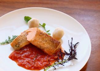 白猪谷サーモンのムニエル-有機トマトソース- SHIRAIDANI salmon meuniere-organic tomato sauce-