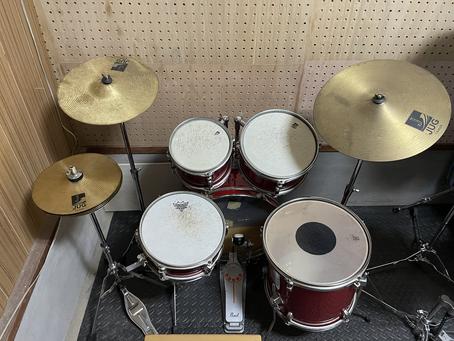 子供用のドラムセットを導入致しました!