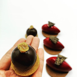 Little canapes size mousse cake #fingerf