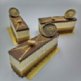 Caramel praline chocolate torte with fer