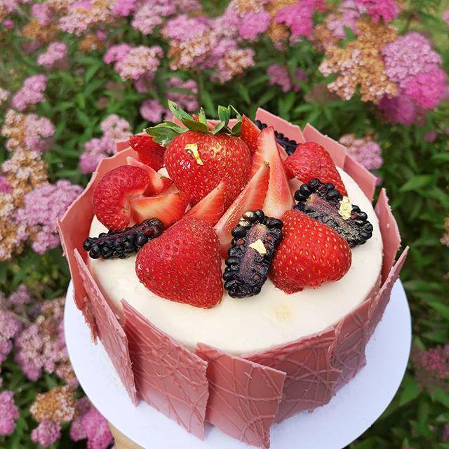 #bespokeorder #summercake _Using top pre