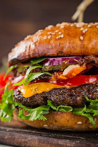 marias-fiftys-diner-burger.png