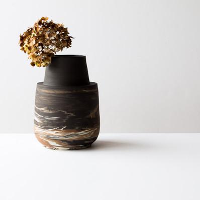 Vase à col cheminée foncé