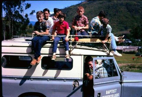 Landrover Kids.jpg