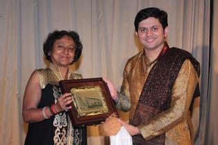 Felicitation at Nagpur concert.JPG