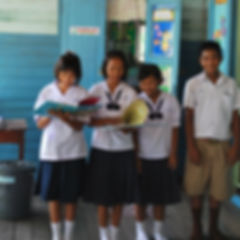 Ban_Hat_Suea_Ten_School_in_6-2010.jpg