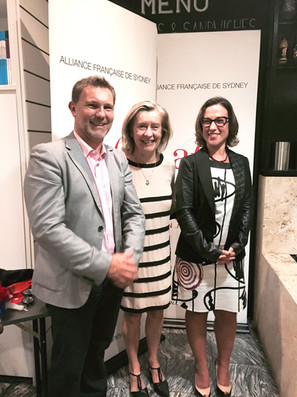 Avec Hélène Conway-Mouret, Sénatrice des Français établis                 Au marché Français de Killarney Heights hors de France, ancienne vice-présidente du Sénat, ancienne ministre chargée des Français de l'Etranger et Florence La Carbona.