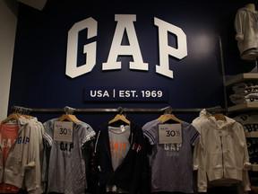 200 Gap and Banana Republic Stores Closing