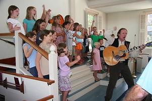 2007-07-22 Mark sing kids.jpeg