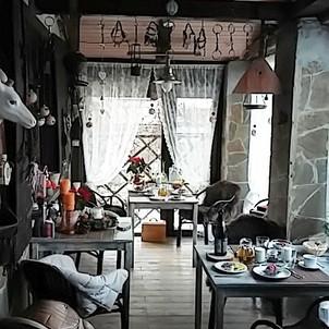А у нас сегодня в #гостевойдом #dream_village_oksino поздний #завтрак 😍 _И на завтрак дают #шампанское 😉 И никакого салата #оливье 😆😆 А что_