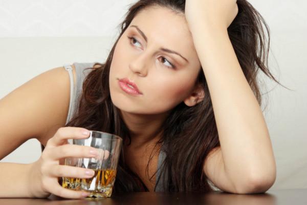 ALCOHOL Y CÁNCER DE MAMA