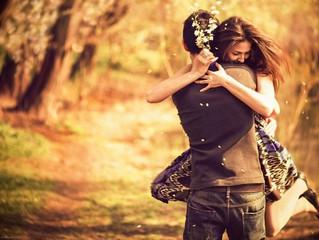 Cinco apps que podem te ajudar a engatar um namoro. Veja qual faz mais o seu perfil