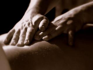 Aprenda 5 dicas infalíveis para fazer uma massagem sensual