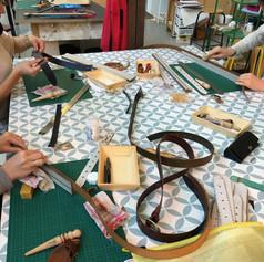 atelier ceinture en cuir à tannage végétal