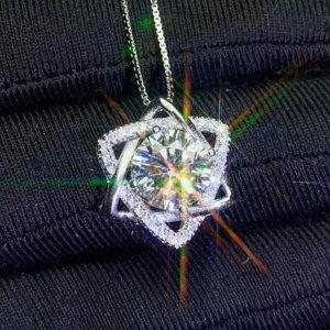 Pendant in silver 925 with mossainite